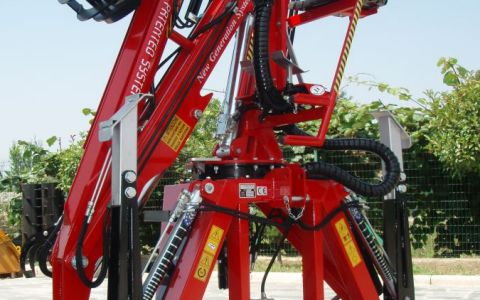 Forestry crane TFC5100 FORESTAL - Lateral control seat and distributor with joystick